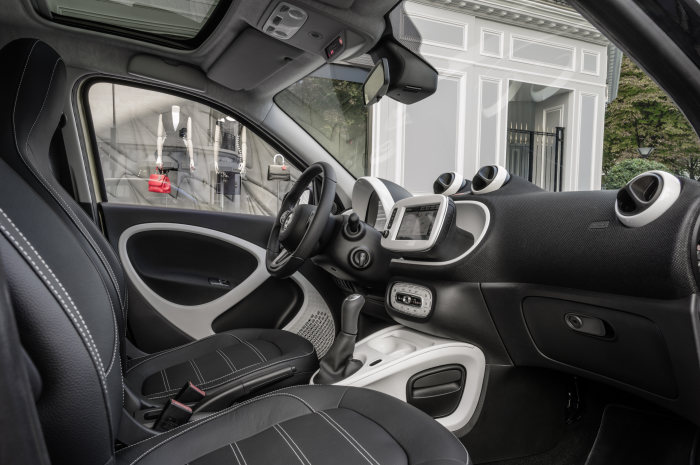 smart forfour: bodypanels in black-to-yellow (metallic), tridion safety cell in black