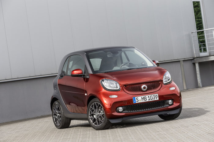 "smart fortwo BRABUS tailor made, ""evening red"" paint, seats in ""graphite"""
