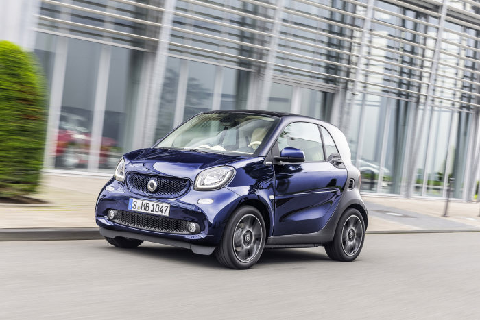 "smart fortwo BRABUS tailor made, ""darknight blue"" paint, Sitze in ""ivory"""