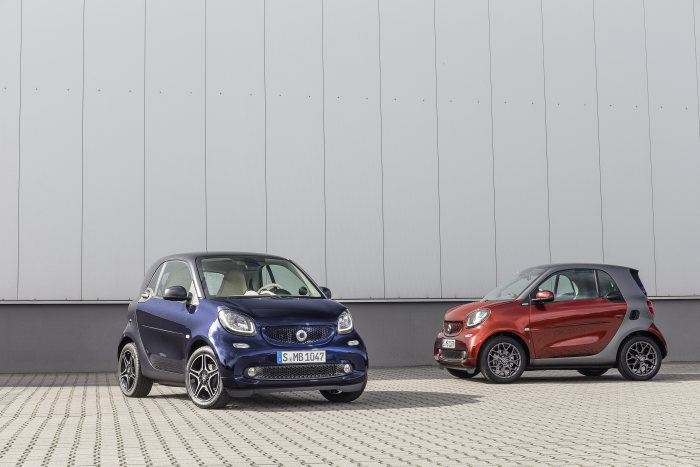 "smart fortwo BRABUS tailor made, ""evening red"" paint, seats in ""graphite"" and ""darknight blue"" paint, Sitze in ""ivory"""