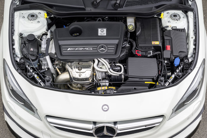 Mercedes-AMG CLA 45 Shooting Brake, engine