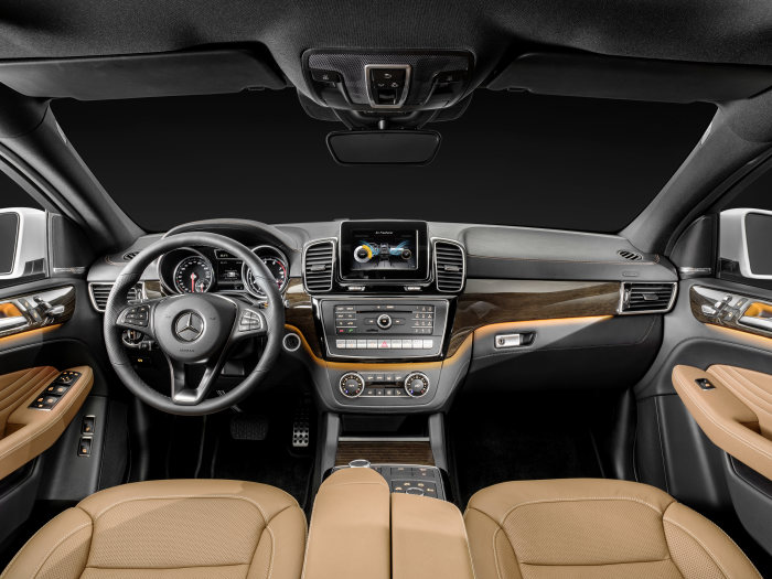 Mercedes-Benz GLE Coupé, GLE Coupé 4MATIC, studio, interior: leather saddle brown / black, high-gloss brown eucalyptus wood trim