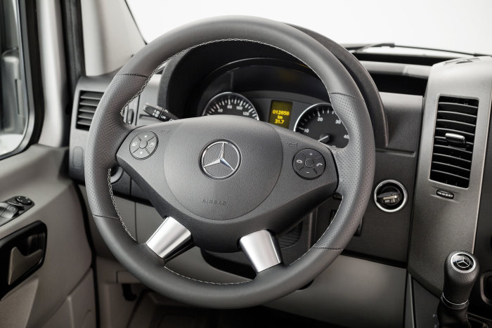"""Edition Sprinter"" – top-class leather steering wheel in the crewbus variant"