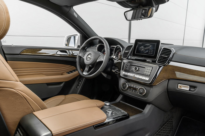 GLE 350 d Coupé 4MATIC, interior: leather saddle brown / black, high-gloss brown eucalyptus wood trim