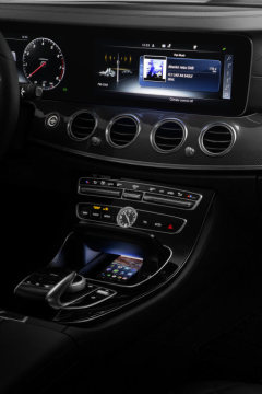 Wireless Charging in the new Mercedes-Benz E-Class