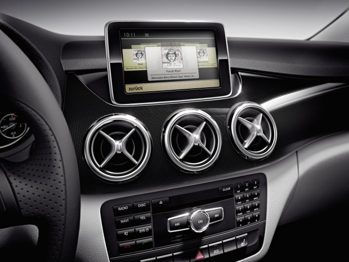 Mercedes-Benz B-Class: Cover Flow function by COMAND Online