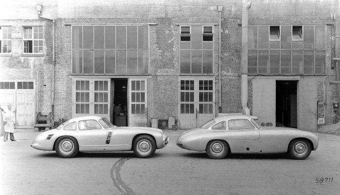 Mercedes-Benz 300 SL (W 194 series) with chassis number W 194 011. Racing prototype developed for the 1953 racing season. However, this prototype never raced. Here compared with a 1952 300 SL (W 194 series) racing car.