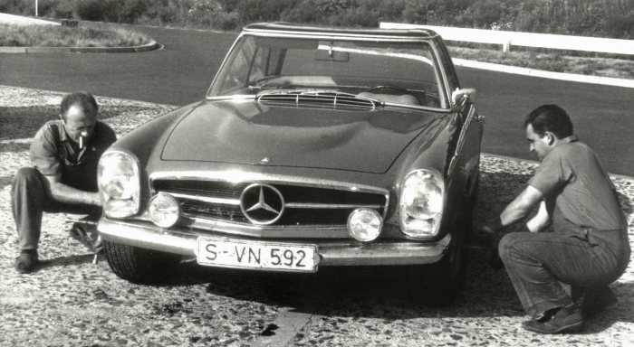 Mercedes-Benz SL, W 113 series, with the 6.3-litre V8 engine M 100 from the 600 model (W 100).