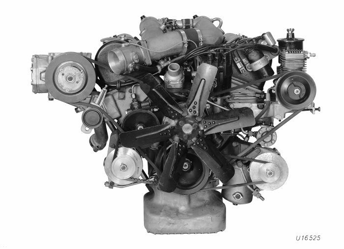 6,3-liter-V8-motor M 100 of the Mercedes-Benz 600 (W 100 series, 1963 to 1981).