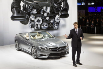 Ola Källenius, CEO of Mercedes-AMG GmbH, presents the new SL 65 AMG at the Mercedes-Benz press conference in New York.