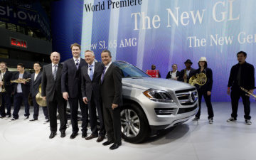 Dr. Uwe Ernstberger, Ola Källenius, Dr. Joachim Schmidt and Stephen Cannon present the SL 65 AMG, the GL and the GLK at the New York International Auto Show.