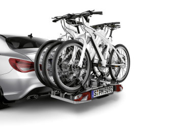 Mercedes-Benz Accessories for the CLA: Lockable rear-mounted bicycle rack for trailer coupling, designed to provide secure transport of 2 or 3 cycles.