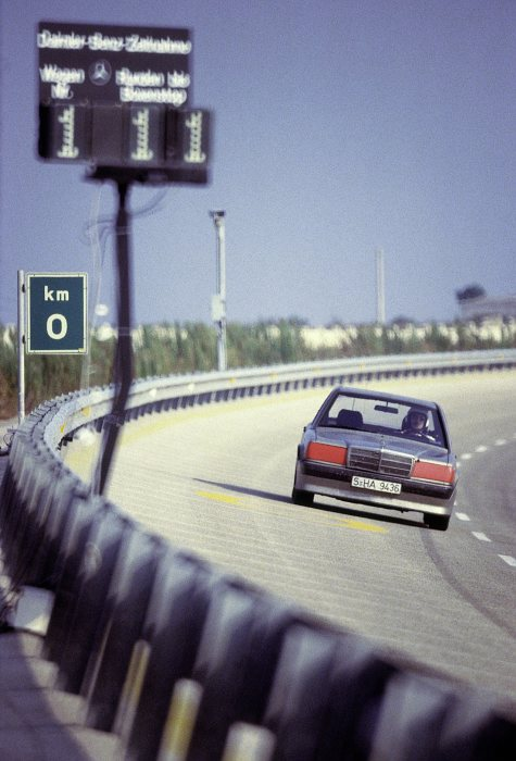 World record drive on the high-speed circuit in Nardò/Italy in the Mercedes-Benz 190 E 2.3-16 (W 201), 11 to 21 August 1983. The vehicle set a total of three world.