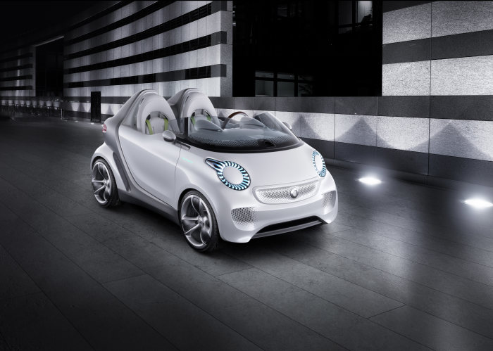 smart is presenting an unconventional study at the Geneva Motor Show: the forspeed combines contemporary urban mobility with the fun factor typical of smart.