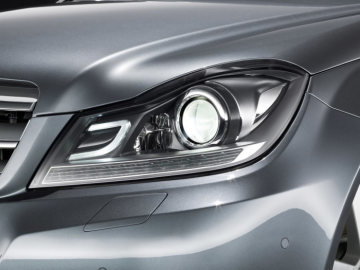 Mercedes-Benz C-Class model year 2011: If the optional bi-xenon headlamps with the Intelligent Light System (ILS) are specifi ed, a distinctive C-shape emphasises the night design.