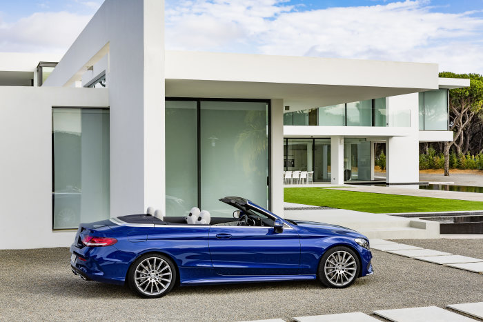Mercedes-Benz C 400 4MATIC Cabriolet, exterior: brilliant blue, AMG Line; interior: crystal Grey Fuel consumption (l/100 km) urban/ex urban/combined:   10.9/6.3/8.0 combined CO2 emissions:  181 g/km