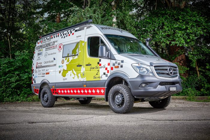 "Mercedes-Benz Switzerland AG and Mercedes-Benz Automobil AG Merbag in Schlieren support the ""Every Mile Counts"" charity campaign with a specially outfitted Sprinter 319 CDI 4x4."
