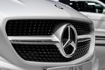 Mercedes-Benz genuine accessories for the CLA Shooting Brake: illuminated Mercedes star