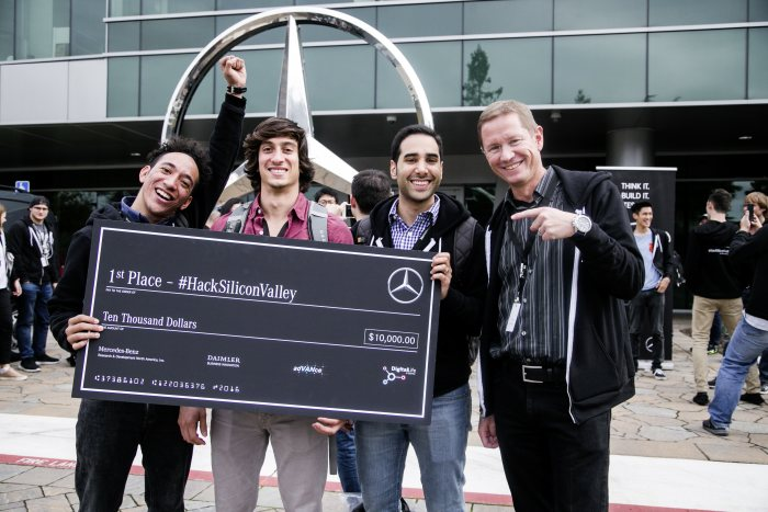 "The winning team ""MBarc"" developed an app that enables the driver at all times to take stock of the damage on the vehicle.(right: Arwed Niestroj, CEO Mercedes-Benz Research & Development North America)"