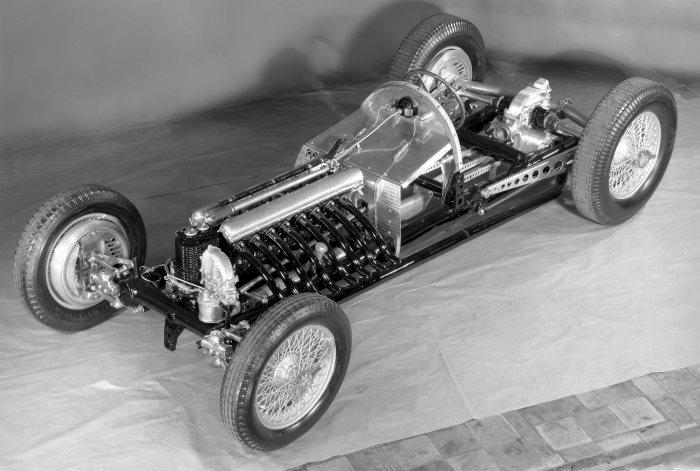 Revolutionary design: exhibition model of the Mercedes-Benz W 125 Grand Prix racing car for the 1937 season.