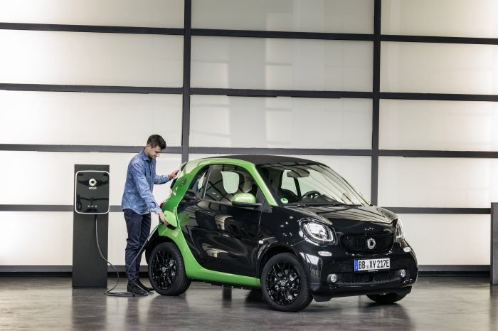 smart fortwo electric drive; exterior: black; interior: black