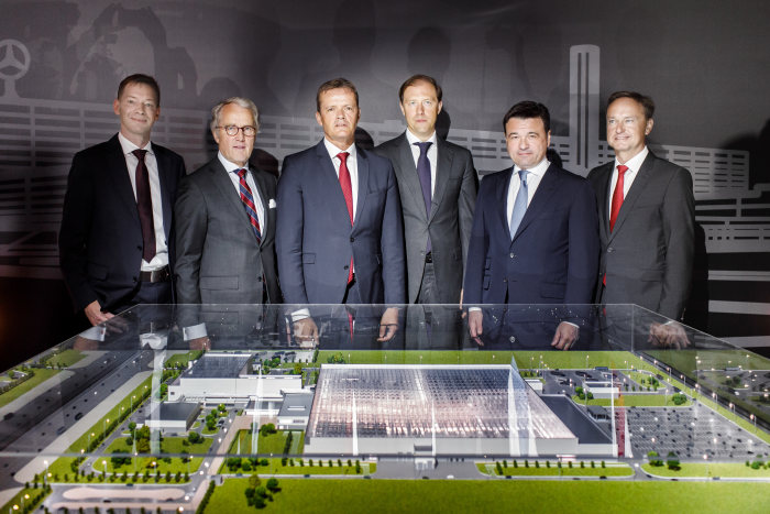 Revealing of a 3D model for the new Mercedes-Benz passenger car plant Moscovia in Russia (from right to left): Rainer Ruess (Head of Production Planning Mercedes-Benz Cars), Andrej Vorobjov (Governor of the Moscow region), Denis Manturov (Minister of Industry and Trade of the Russian Federation), Markus Schäfer (Member of the Divisonal Board of Mercedes-Benz Cars, Production and Supply Chain), Rüdiger von Fritsch (Ambassador of the Federal Republic of Germany in the Russian Federation) and Axel Bense (Site Manager Mercedes-Benz Moscovia plant).