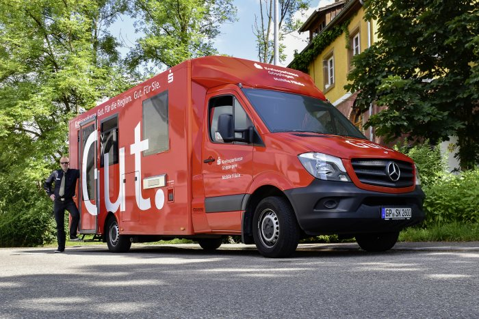 The Mercedes-Benz Sprinter with a purpose-built Berger Fahrzeugbau body is the first mobile branch by Göppingen Savings Bank