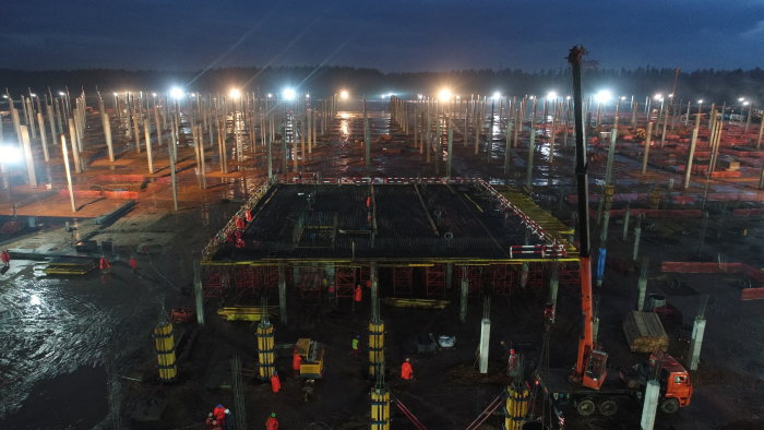 Construction of the new passenger car plant in Moscovia are in full swing.