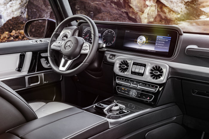 As in the new E and S-Class, an alternative instrument panel in the form of a large display screen showing virtual instruments in the driver's direct field of vision and a central display above the centre console is available as an option.