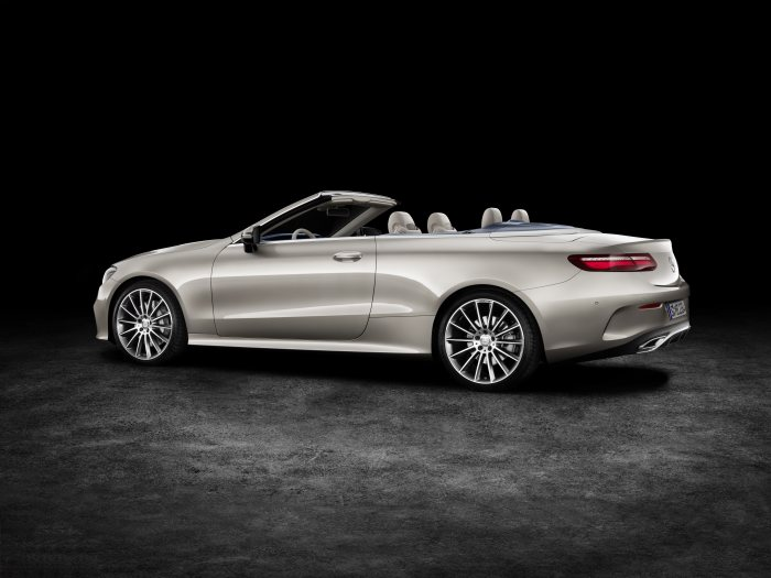 Mercedes-Benz E-Class Cabriolet; 2017; exterior: aragonite silver metallic, AMG line; interior: yacht blue / macchiato beige, trim parts: high-gloss light brown sen wood