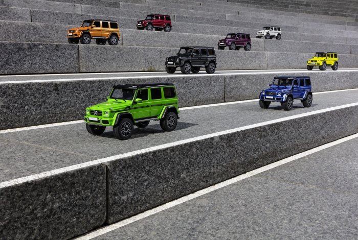 Modellautos: Mercedes-Benz G 500 4x4² electricbeam; Mercedes-Benz G 500 4x4² galacticbeam, Mercedes-Benz G 500 4x4² aliengreen, Mercedes-Benz G 500 4x4² tomatored, Mercedes-Benz G 500 4x4² sunsetbeam, Mercedes-Benz G 500 4x4² mauritiusblau, Mercedes-Benz G 500 4x4² diamantweiss, Mercedes-Benz G 500 4x4² tektitgrau