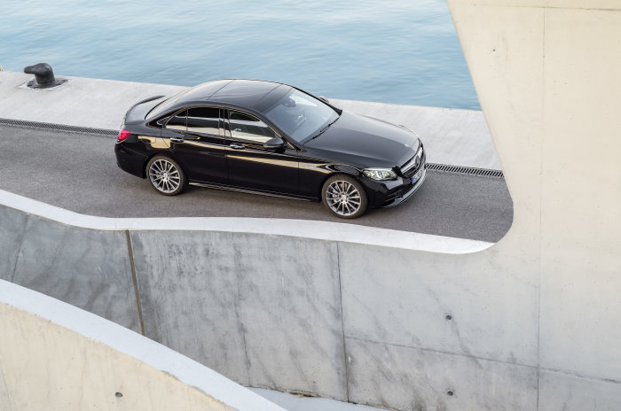 Mercedes-AMG C43 4MATIC Sedan, Night package und AMG Carbon-package II, Exterior: Exterior paint: obsidian black metallic