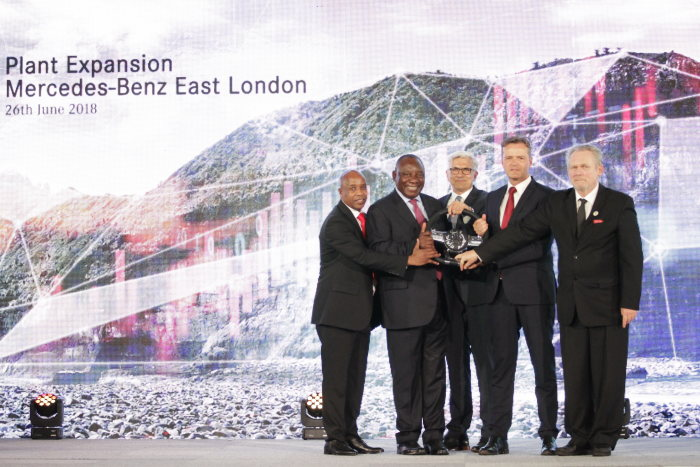 Cyril Ramaphosa, President of South Africa, (second from the left), Markus Schäfer, Member of the Divisional Board of Mercedes-Benz Cars, Production and Supply Chain (second from the right), Dr. Rob Davies, Minister of the Department of Trade and Industry of South Africa (right) , Phumulo Masualle, Premier of the Eastern Cape (left) and Andreas Engling, Mercedes-Benz South Africa CEO and Executive Director Production (in the middle) at the announcement of the expansion of the Mercedes-Benz plant East London (South Africa).