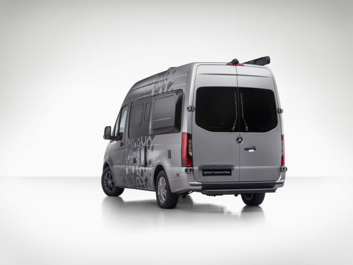 Caravan Salon Duesseldorf 2018: Mercedes-Benz Sprinter Connected Home – demonstrating the possibilities of a centralized, intelligent camper van control unit, which is available to body builders building upon the new Sprinter as of 2019.
