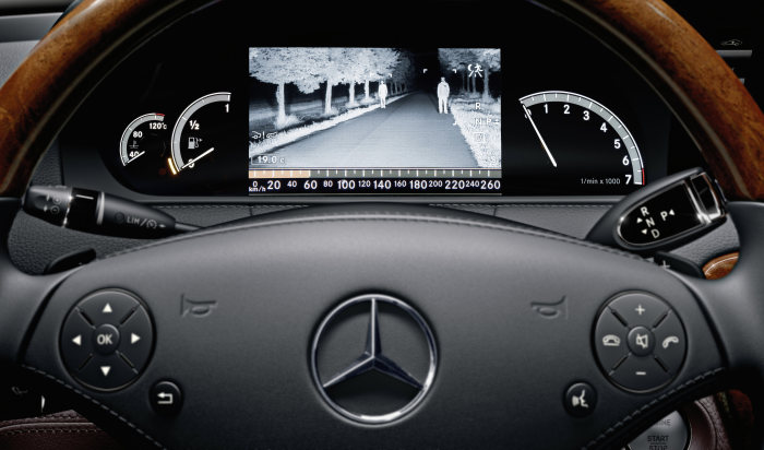 Mercedes-Benz CL-Class 2010 model year: Pedestrian detection: Persons on the road are marked in the display as soon as they are detected by Night View Assist PLUS.