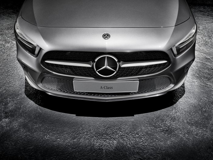 Mercedes-Benz Sport Equipment for A-Class: Front apron spoiler lip in Carbon-Style