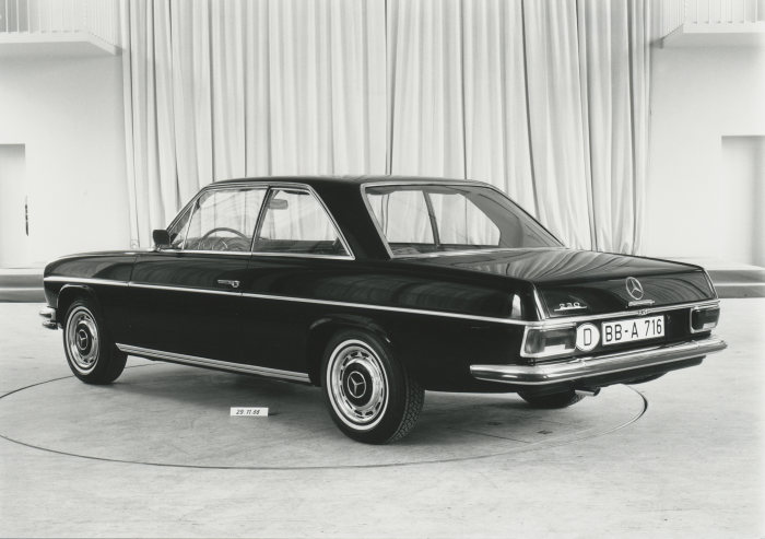 Presentation of a design draft for Mercedes-Benz coupés of the upper mid-range series in the mid-1960s. This C-pillar design is not incorporated into the series draft design.