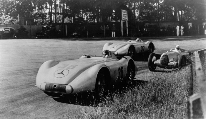 AVUS race in Berlin, 30 May 1937. In this formula-free race, Mercedes-Benz enters three streamlined cars based on the W 125 Grand Prix racing car. Manfred von Brauchitsch (starting number 36) wins the second heat. Hermann Lang wins the main race at the end with an average speed of 212.5 km/h.