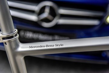Mercedes-Benz Style Endurance Bike from Argon 18 for Mercedes-Benz; silver. Mercedes-Benz Style logo on the Frame.