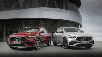 Mercedes-AMG GLA 45 S 4MATIC+ iridium silver metallic / black with yellow contrasting topstitching;  fuel consumption combined: 9.3-9.2 l/100 km CO2 emissions combined: 212-210 g/km*  //  Mercedes-AMG GLA 35 4MATIC; designo patagonia red metallic;  leather titanium grey pearl / black; fuel consumption combined: 7.5-7.4 l/100 km CO2 emissions combined: 171-170 g/km*