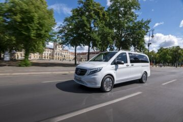 The new Mercedes-Benz eVito Tourer (combined power consumption: 26.2 kWh/100 km; combined CO2 emissions: 0 g/km)* Exterior