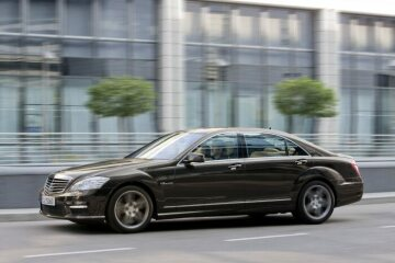 Mercedes-Benz S 63 AMG (221 model series S-Class, 2006 to 2013), photo of the facelifted version taken in 2010.