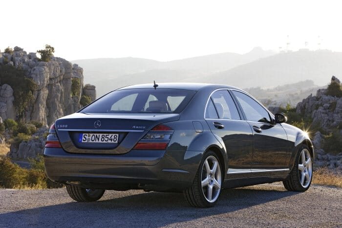 Mercedes-Benz S 500 4MATIC (221 model series S-Class, 2006 to 2013), photo taken in 2006.