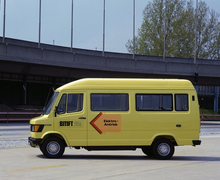 Mercedes-Benz 307 E prototype vehicle with an electric drive system on the basis of the TN van model series, also known as the T 1. Photo taken in 1980 on the test track in Stuttgart-Untertürkheim.