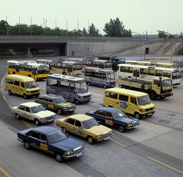 Mercedes-Benz passenger cars and commercial vehicles, test vehicles for alternative drive systems. Group photocall on the test track in Untertürkheim, 1980.