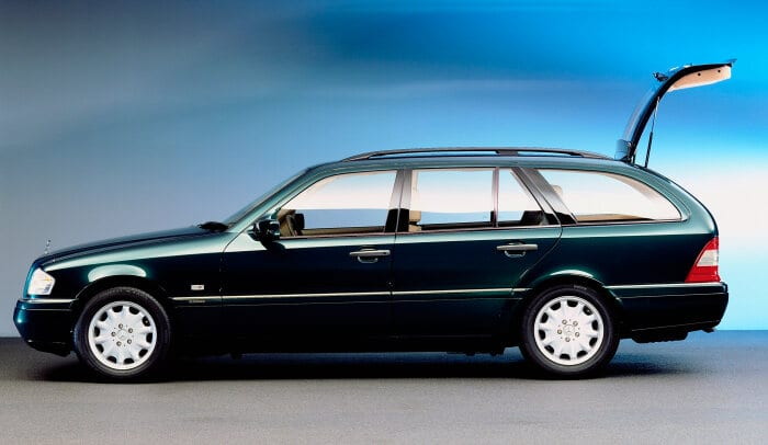 Mercedes-Benz C-Class Estate (model series 202). The company presented the C-Class Estate for the first time at the 1996 Geneva Motor Show. The photo shows a C 180 Estate. Photograph from 1996. (Photo signature in the Mercedes-Benz archive: A95F2919)