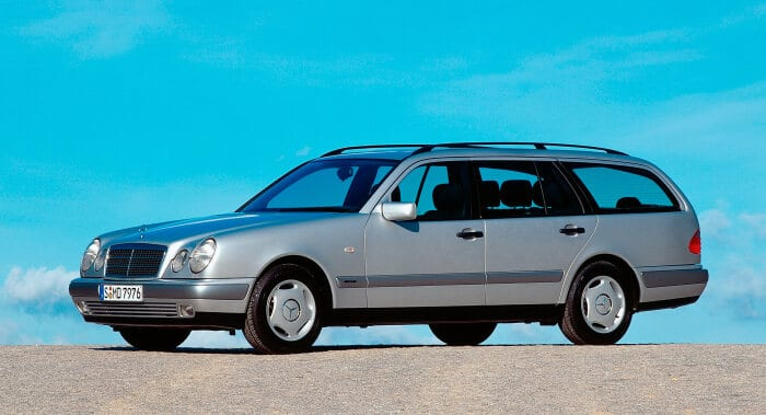 Mercedes-Benz E-Class Estate (model series 210). This estate was presented by the brand at the 1996 Geneva Motor Show. Photograph from 1996. (Photo signature in the Mercedes-Benz archive: A95F3481)