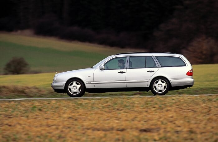 Mercedes-Benz E-Class Estate (model series 210). This estate was presented by the brand at the 1996 Geneva Motor Show. Photograph from 1996. (Photo signature in the Mercedes-Benz archive: A96F1981)