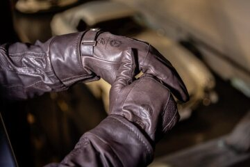 Heinz Bauer Leather Gloves, brown, MEN, motorist gloves made of soft high-quality soft calf nappa leather. From the house of Heinz Bauer Manufacture for Mercedes-Benz.